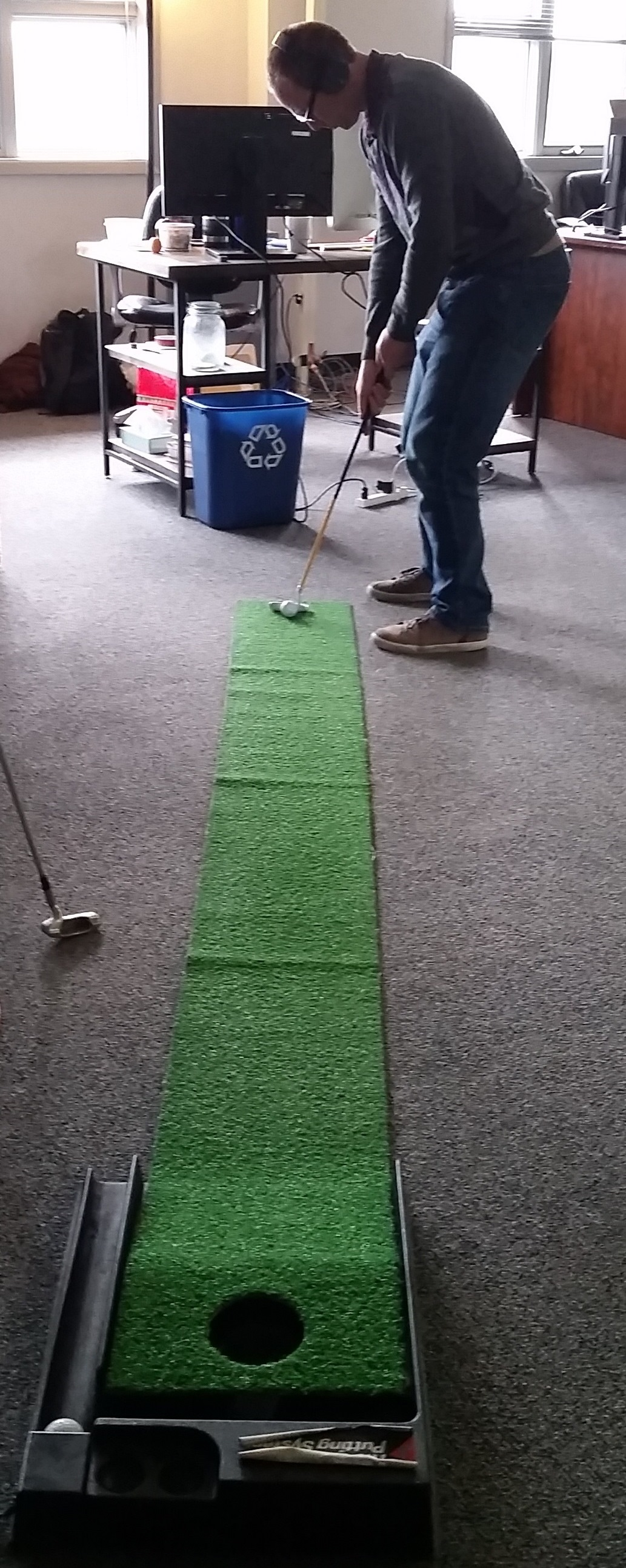 putting-green-in-the-office